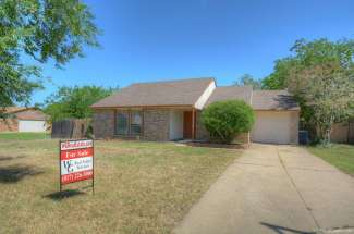 6951 Wildbriar Court,  Fort Worth, TX